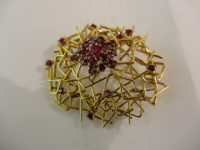 18ct GOLD AND RUBY BROOCH Dated 1969 RDP