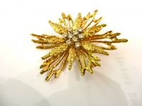 18ct BROOCH WITH 9 DIAMONDS.LONDON 1972