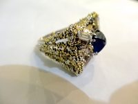 CHARLES DE TEMPLE signed white and yellow gold ring with saphire and diamonds
