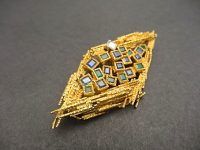 ANDREW GRIMA 18ct GOLD,EMERALD AND SAPHIRE BROOCH/PENDANT