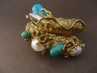 ARTHUR KING 18 ct BANGLE WITH PEARLS, DIAMONDS AND TURQUOISE,SINED